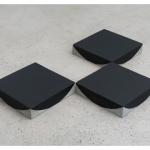 """""""3 pontos"""", 2011, cimento e pintura, 120x80x8 cm"""