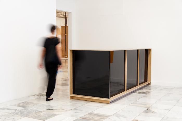 """""""Recepção"""", 2013, MDF e formica, exposição Escavar o Futuro, Palácio das Artes, Belo Horizonte, MG"""