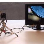 """""""Yen Instável"""", 2008, microcâmera de vídeo, monitor lcd 10,5 cm, agulha, moeda, mecanismos em alumínio e aço, dimensões variáveis"""