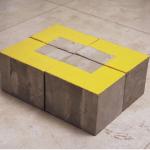 """Área"", 2005, concreto e tinta esmalte, 25x49,5x65 cm"