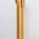 """""""Isolante"""", 2011, metal pintado e pregos, 40x7x5,5 cm"""