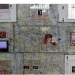 """""""Jack Pound Financial Art Project"""", 2012, MAM- SP, cofres em acrílico, fechaduras, chaves, investimentos em papel, objetos do processo, mapa de Londres, hidrocor, tinta, desenhos e outros, foto de Ricardo Lima"""