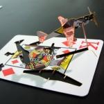 """""""Ace of Spades"""", 2010, molde de avião em carta de baralho, 4 x 5,5 x 8,5 cm (cada)"""