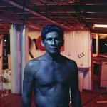"""""""Barqueiro azul em Manaus"""", 1992, pigmento sobre papel fotográfico de algodão, 70x105 cm"""