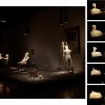 Fim de Partida | cera microcristalina, refletores, palco e objetos de cena | 5,00 x 8,00 x 4,40 m | 2011 | foto Rafael Adorján