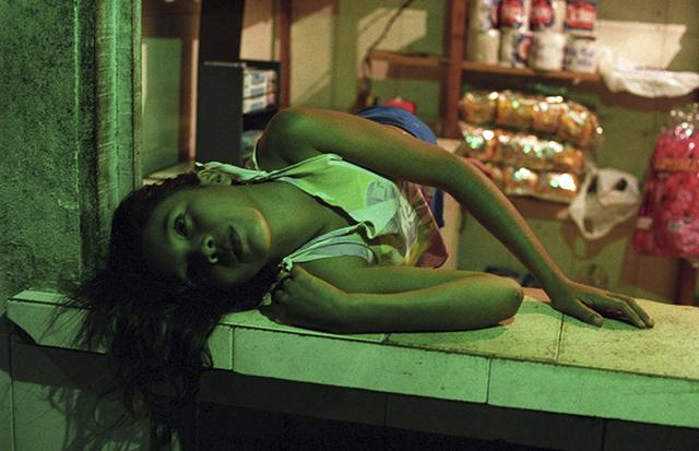"""""""Menina em verde"""", 2003, pigmento sobre papel fotográfico de algodão, 70x105 cm"""
