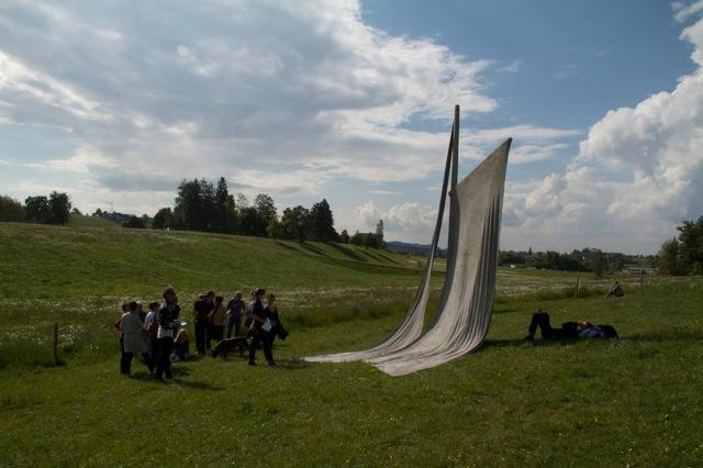 """""""Monumento a deriva continental"""", Cimento sobre tela sobre mastro, Dimensões variáveis (2011)"""
