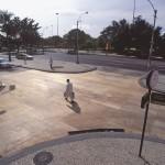 cruzamento - compensado sobre asfalto, 2003. foto de Beto Felício