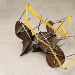 """""""Isolante"""", 2008, cadeiras e ferro pintado, dimensões variáveis"""