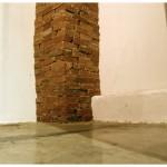 """""""Canto"""", 2004, instalação, coluna de tijolos de açúcar"""