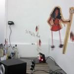 """""""Macumba non site"""", 2002 - 2015, instalação, marionete, motor, cd funk e licor de anis"""