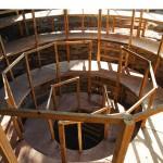 """""""Teatro Anatômico da Terra"""", 2014, madeira, saco de sustento de areia-terra, Ø 8m, H 5m, 3º Bienal da Bahia, Salvador, BA"""