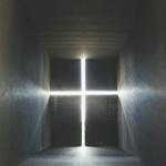 """""""Arquitetura de Autor (Church of light)"""", 2010. Fotografia da série Amostras de Arquitetura. Impressão jato de tinta sobre papel de algodão, 74 x 65 cm."""