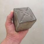 """""""Primeira Pedra"""", 2014, concreto gravado, múltiplo de edição aberta, 7x7x7 cm"""