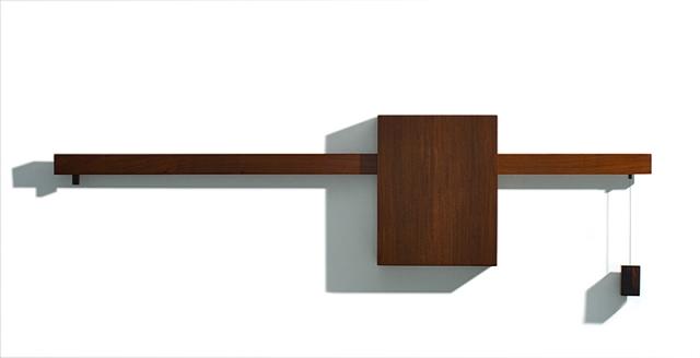 """""""Equilíbrio"""". Escultura em madeira Jacarandá e Pau D' Arco. 53 x 177 x 8 cm. 2008."""