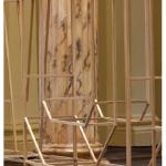 """""""Ponto cego"""", instalação sonora, escultura de madeira, espelho e intervenção para revelar galeria subterrânea do edifício da Casa França Brasil, Rio de Janeiro, 2013. Foto de Sérgio Araújo."""