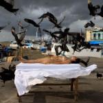 """""""Quando Todos Calam"""", 2009, registro fotográfico de performance, 100x150 cm"""