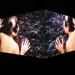 O beijo | 2004 vídeo instalação de 2 canais, projeções simultâneas em quina de 90º, 3' loop, sem áudio