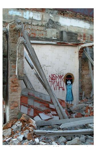 """""""Nao me tema"""", 2008, graffiti em demolição, site specific"""