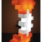 """""""Totem"""", 2010, acrílico e lâmpadas fluorescentes, 184 x 59 cm"""