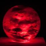 """""""Célula"""", 2013, resina de vidro e projetor, edição: 1/1 + P.A., 40 cm (diâmetro)"""