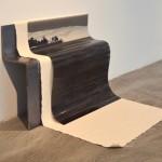 """""""À dobra do mar"""", 2013, chapa de ferro, fotolito e lona, 65x40x50 cm"""