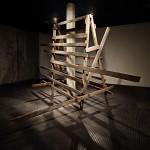 """""""Tombamento"""", escultura, madeira de demolição, dimensões variáveis, vista da exposição individual, Galeria Massangana, Fundação Joaquim Nabuco, Recife, PE, 2014, foto Francisco Baccaro"""