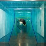 """""""'( """", 2014, cortina de alumínio e aço pintado, obra apresentada na mostra do PIPA 2014, foto Gian Lana"""