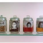 """""""As Que Alimentam"""", da série """"Temperos e Compotas"""", 2004, instalação, fotografia analógica p&b, vidros e temperos variados, dimensões variadas"""