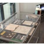 """""""Remediações"""", 2010 – em desenvolvimento, vista da Instalação na mostra """"Mitologias"""", Cite des Arts, Paris, França, 2011, diversos materiais, dimensões variáveis"""