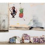 """""""Colonization, globalization, appropriation"""" (detalhe), 2013, acrílico, esmalte sintético, lápis, caneta, sujeira sobre tela, ferro, concreto e tijolo, 286x408 cm, edição: N/A"""