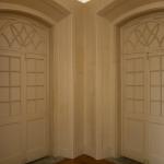 """""""Desenho: portas com bandeiras arqueadas (séc. XIX)"""", 2015 - Papel colado diretamente sobre arquitetura vedando duas portas, cerca de 15m2"""