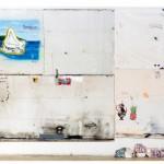 """Colonization, globalization, appropriation"", 2013, acrílico, esmalte sintético, lápis, caneta, sujeira sobre tela, ferro, concreto e tijolo, 286x408 cm, edição: N/A"
