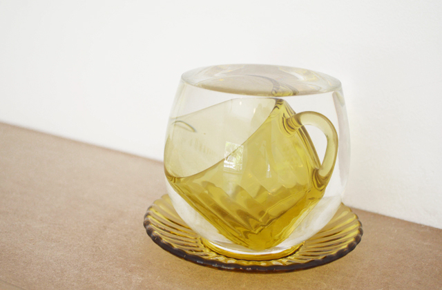 """Sim"", 2014, vidro e água, 11x10.5x11 cm"