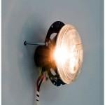 """""""Estado de colisão (Cruzeiro do sul)"""", 2014, instalação, conjunto de faróis automotivos, lâmpadas, transformador, sensor de movimento com função invertida e fiação, 2.30x1.50 m"""