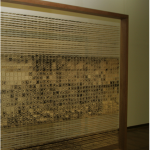 """""""Transe - Deslocamento de Dimensões"""", 2007, 320x480x15 cm, gravura em metal (""""Água forte"""", """"Água Tinta""""), fios de aço, estrutura madeira, foto de Tracy Collins"""