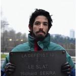 """""""Le Slat"""", da série sobre propriedades pertencentes à arte, 2013, subtração de placa de sinalização de obra pública e registro fotográfico, 62x43 cm"""