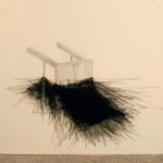 """""""Entreparedes #11"""" (detalhe 2), 2013, lápis grafite, pregos e linha de costura sobre parede, 350x600 cm"""