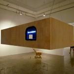 """""""Tudo se Deita"""", 2014, instalação, madeira, cabos de aço, iluminação de led e pelúcia"""