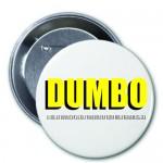 """Peça de divulgação (broche) do filme """"Dumbo"""", """"Projeto Heist Films Entertainment"""", 2015, serigrafia em metal e acrílico, 4,5 cm ø"""