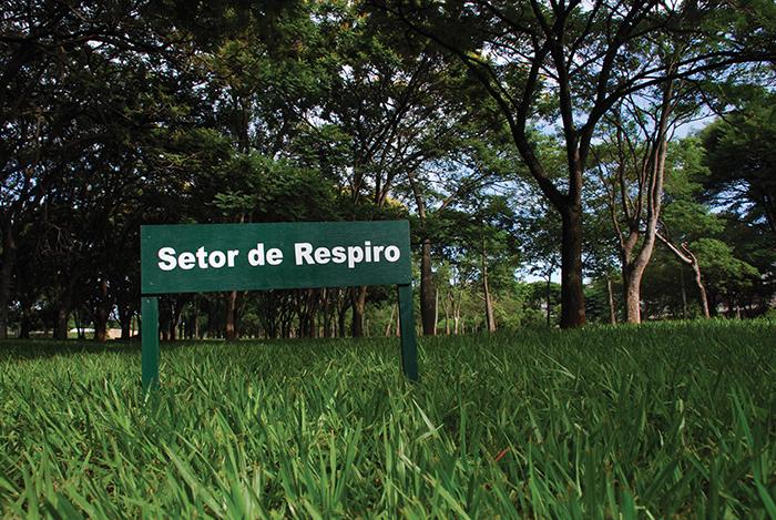 """""""Outros setores para Brasília"""", 2012, intervenção com placas em vários locais de Brasília, DF"""