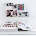 """""""Páginas 648 e 649"""", da série """"Foi Assim Que Me Ensinaram"""", 2012, livro emoldurado, óleo sobre tela, 31,5x46,5 cm (livro), demais peças em medidas variadas"""