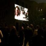 """""""Eccoci! - Estamos aqui!"""", obra de Berna Reale exibida nas ruas de Veneza, foto de Caroline Carrion"""