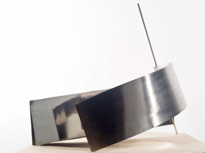 Iole-de-Freitas-Sem-título-160x200x50cm-aço-inoxidável-Ed.-única-e1436797093297