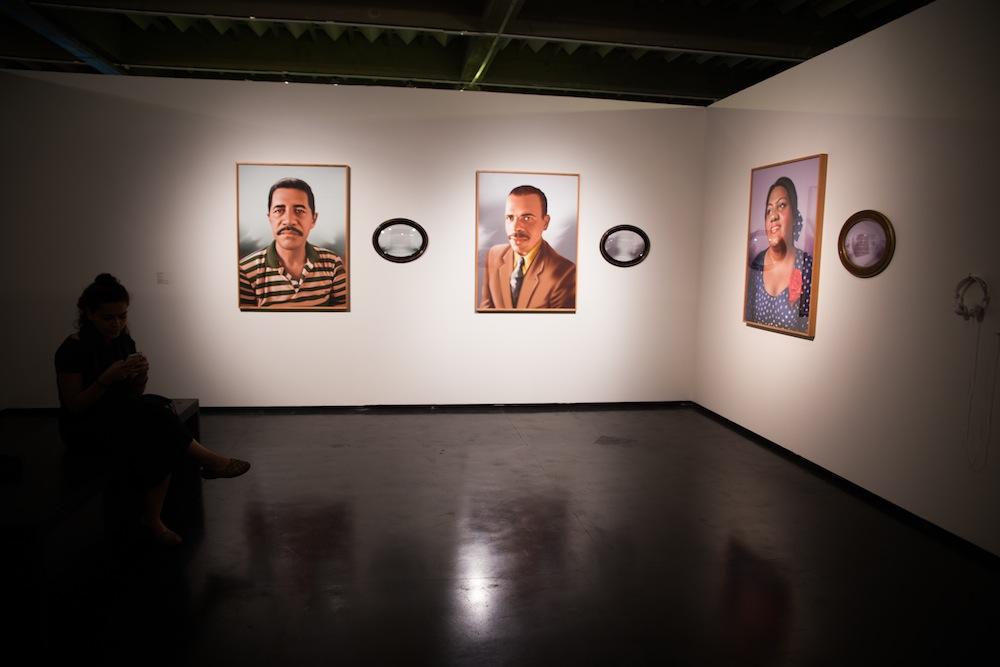 Vista da exposição, sala de Virginia de Medeiros