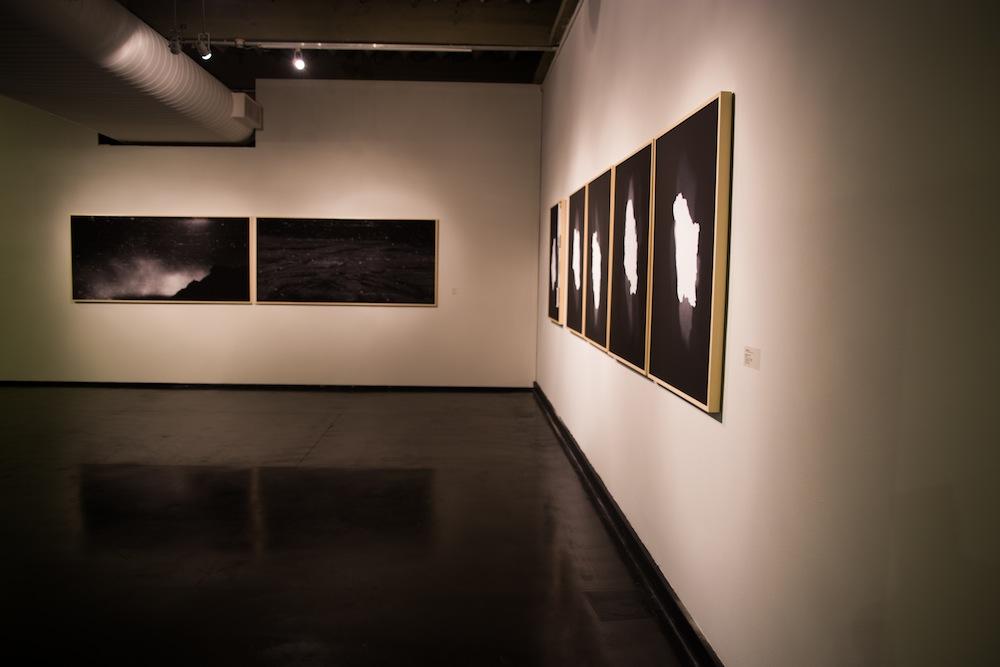 Vista da exposição, lateral da sala de Leticia Ramos em 1º plano