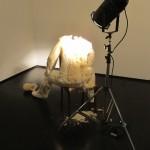 """Tatiana Blass, """"Luz que cega #1 – Sentado"""", 2011"""