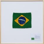 """""""Bandeira nacional #1"""", 2016, algodão, poliéster e impressão jato de tinta sobre papel-algodão, 90x90x4 cm, edição única, foto: Gui Gomes"""