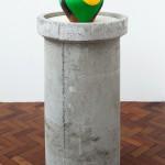 ''Acculturation is (not) Integration I'', 2015, vaso de cerâmica, intervenções gráficas, compensado de madeira e concreto, dimensões variáveis